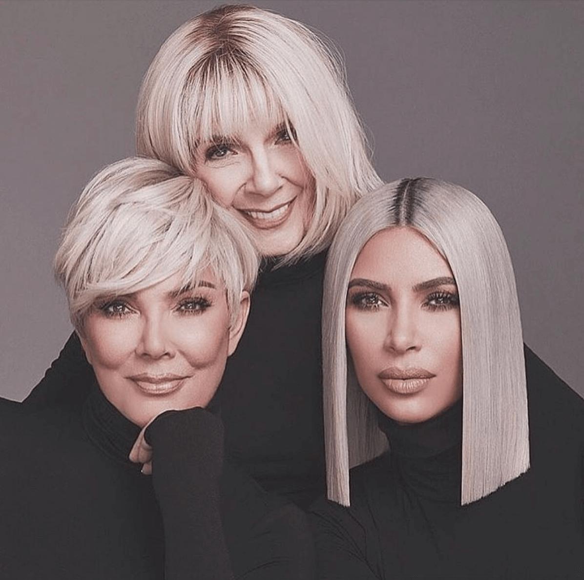 Drei Gesichtsbehandlungen für die Blonde MILF